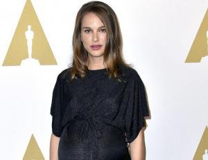 Natalie Portman sorprende en vestido strapless tras ser madre
