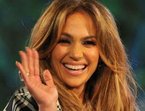 A Jennifer Lopez se le rompió un diente en pleno concierto