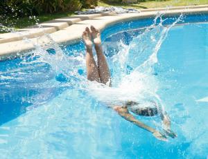 """Lo que no se vio del espectacular """"piscinazo"""" de Jhen"""