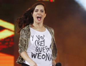 Polera que usó Natalia Valdebenito ya es un éxito de ventas