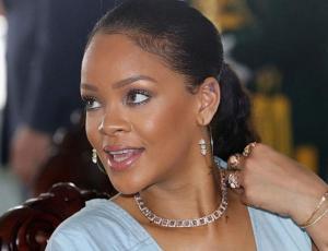 Rihanna dio fiesta en Cannes luciendo como princesa gótica