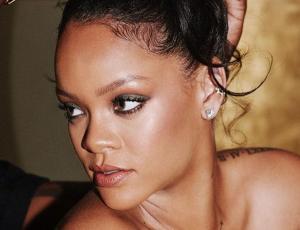 """Las """"puffer boots"""" de Rihanna adelantan el próximo invierno"""