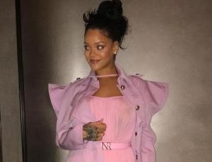 Rihanna apareció con blazer oversize de tres mangas