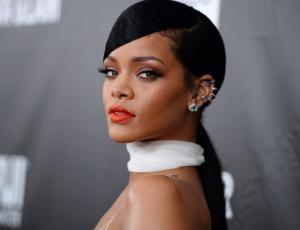 Rihanna sigue imponiendo prendas XXL