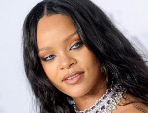 Rihanna sorprende con nuevas cejas