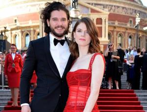Kit Harrington y Leslie Rose están comprometidos