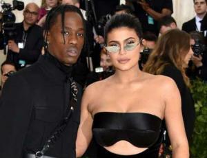 La curiosa aparición de Kylie Jenner en nuevo videoclip de su pareja