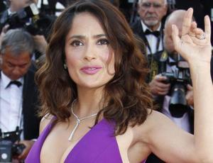 Salma Hayek acusó a su esposo de ser infiel y terminó muy avergonzada