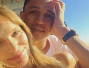 Las románticas fotos de Mayte Rodríguez y Alexis Sánchez en sus vacaciones