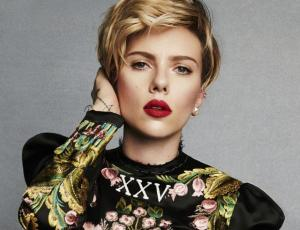 Scarlett Johansson sorprende con tremendo tatuaje en su espalda