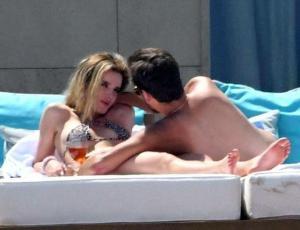 Bella Thorne y Scott Disick se toman de la mano como novios