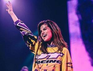 Selena Gomez sorprendió a una fanática en su casa