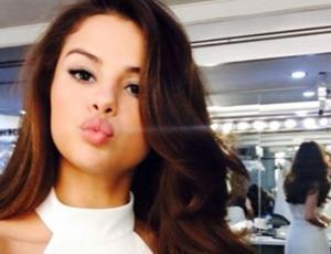Critican a Selena Gomez por foto suicida