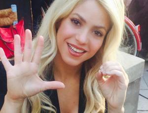 El divertido baile de Shakira en una heladería en Santiago