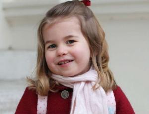 Fotos evidencian parecido entre la princesa Charlotte y la Reina Isabel II
