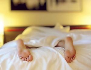 Dormir mucho durante el fin de semana te podría ayudar a alargar tu vida según la ciencia
