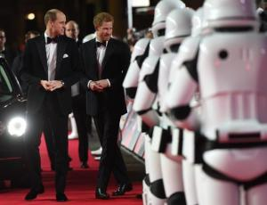 William y Harry asistieron al estreno de Star Wars en Londres