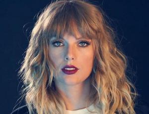 ¿Taylor Swift pelirroja? La cantante sorprende con llamativo look