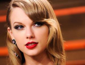 Taylor Swift sube selfie al despertar con su rostro al natural