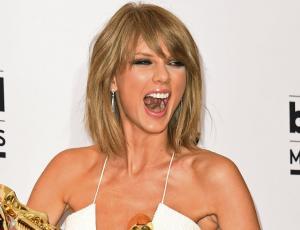 Niña de 7 años arrasa con imitación de Taylor Swift