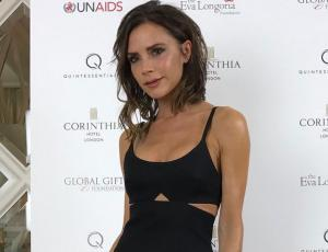 Victoria Beckham camina con un look sport chic en la NYFW