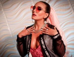 Mari Almazábar estrenó nuevo videoclip