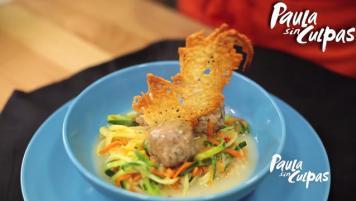 Pasta de verduras con albóndigas veganas