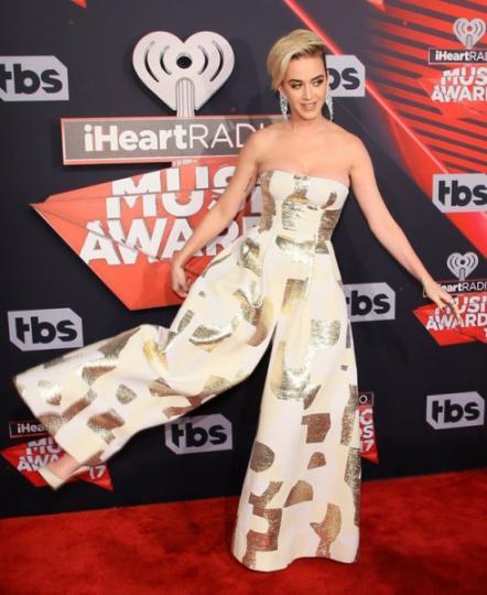 Katy Perry con un enterito que parecía vestido.